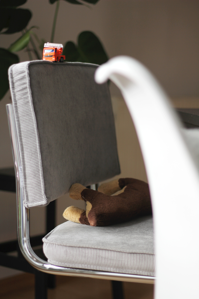 Westwing Zuiver Stuhl grau