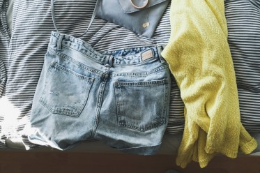 Outfit Grey Yellow and Denim