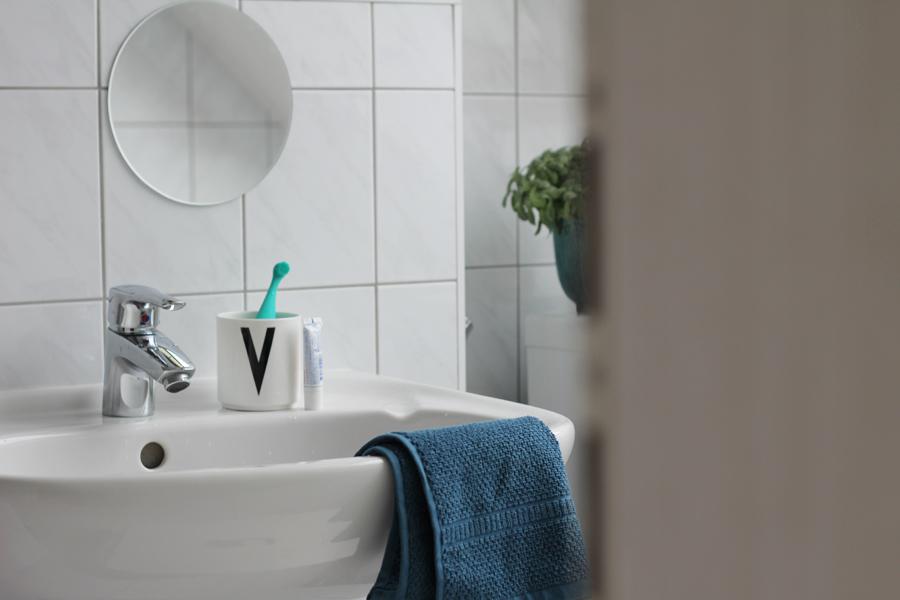 issa-im-bad-stehend