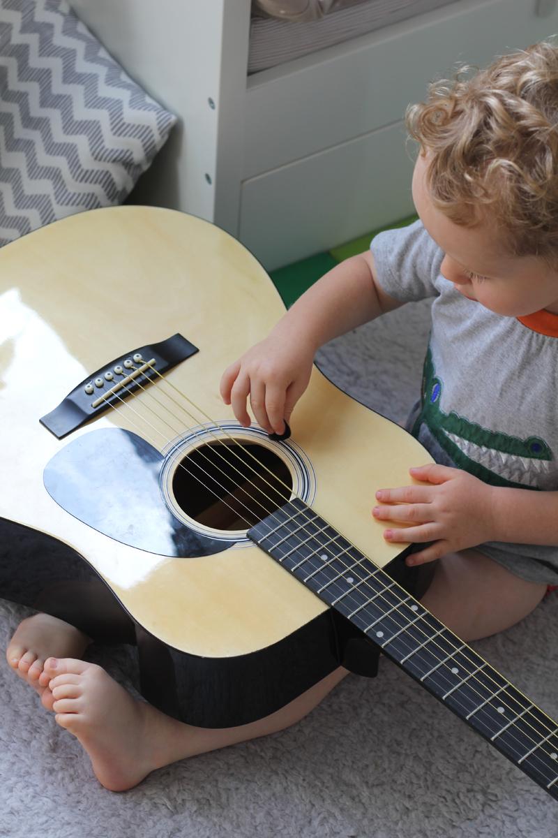 Lieblingsspielzeug Gitarre Mama Talk